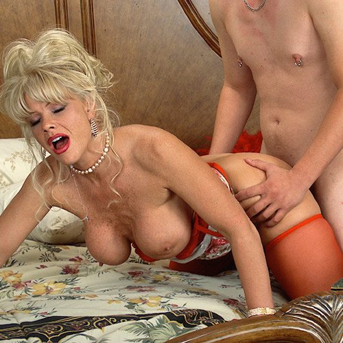 Air_Force_Amy_Boy_Girl_Pearl_Necklace_19