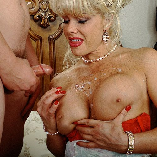 Air_Force_Amy_Boy_Girl_Pearl_Necklace_3